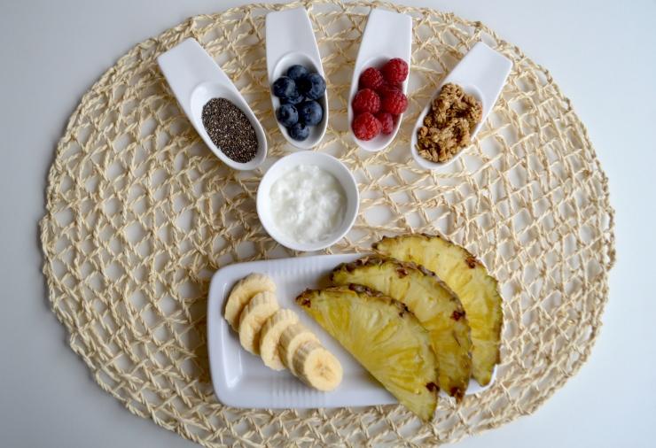 winter-of-67-yogur-platano-piña-chia-granola-frutos-rojos.JPG